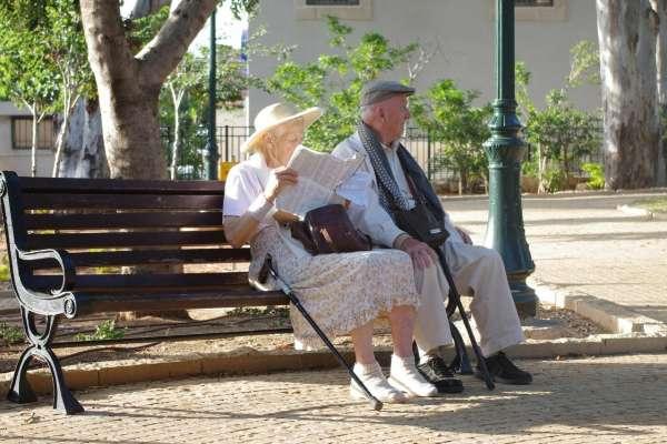 為何女性比男性長壽?他綜合各國飲食、環境、生活習慣,得出超驚人答案