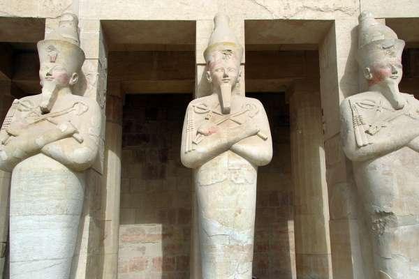 穆巴拉克辭去總統同時,盜墓者開始準備動手:《埃及的革命考古學》選摘(1)