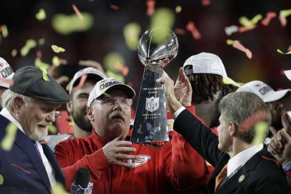超級盃》執教21年終獲超級盃冠軍 酋長教頭:這都是團隊合作的成果