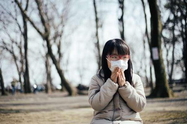早在武漢肺炎出現之前,這群孩子就天天戴著口罩生活…心理師提醒:這類孩子亟需家長關心