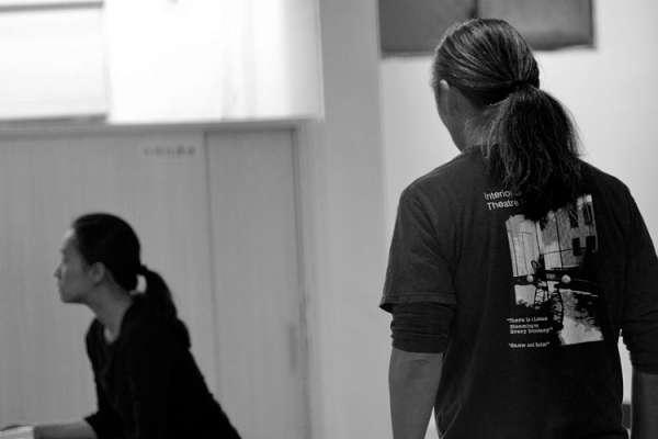 鍾喬專文:海燕—《戲中壁》裡潛藏的情境