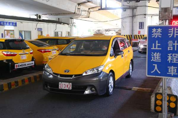 補助來了!交通部擬發放計程車、遊覽車駕駛津貼,每人月領1萬元、連領3個月!