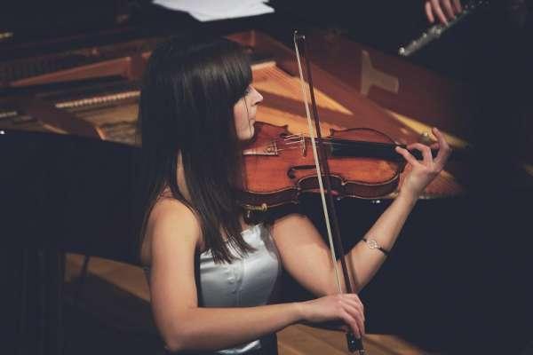 醫學奇葩:英國女患者開顱手術中拉小提琴