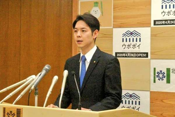 一句「責任我扛」讓他成日本最紅政治明星!北海道知事不只防疫認真,還曾為省預算自砍薪水
