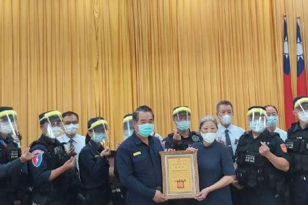 警民防疫美事 慈善團體贈警千枚防疫面罩