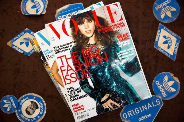 醫護人員的白袍成最新時尚!義大利《Vogue》雜誌四月號封面竟全白,背後故事有洋蔥