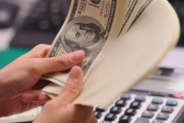 華爾街日報》知名經濟學家羅奇警告:美元可能將大跌35%