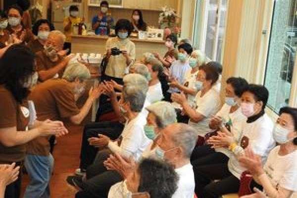 埔里樂齡學習中心揭牌成立 厚熊咖啡館開辦課程