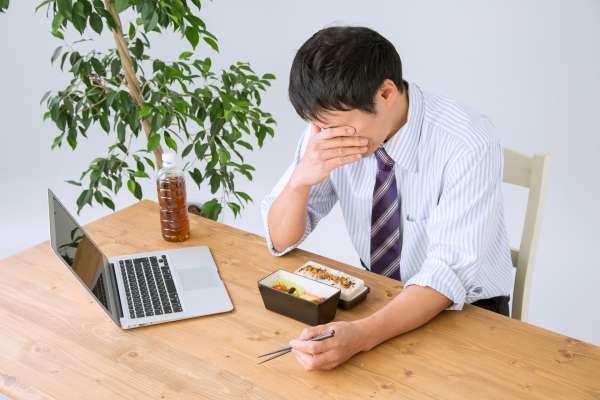 常常頭暈,是不是腦部長東西?醫師曝「眩暈症」關鍵成因,只吃頭痛藥根本沒用
