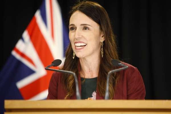 全球抗疫領導人群像2》紐西蘭總理雅頓「開直播」戰勝疫情,樹立新時代危機領導學典範
