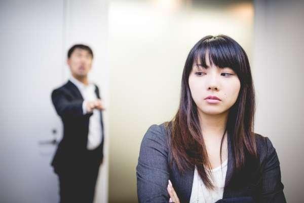 年過35還能冒險嗎?揭她40歲跨海轉職慘遇陷害、詐欺,逆轉爬上新加坡銀行總裁背後秘辛