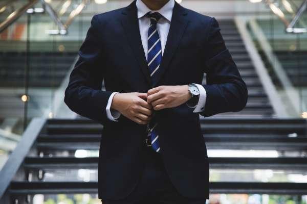 台灣「最賺錢產業」是甚麼?30歲才轉行,他靠這招零經驗拚上副總裁