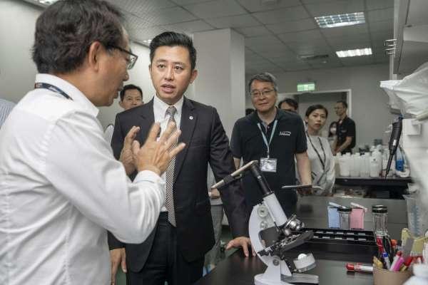 用噴墨抓癌細胞!噴墨廠跨足電子、生技業 林智堅訪香山隱形冠軍泓瀚科技