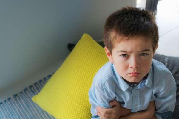 小孩在學校闖禍越唸他卻越生氣?心理師曝「說教前」先做這件事,效果事半功倍