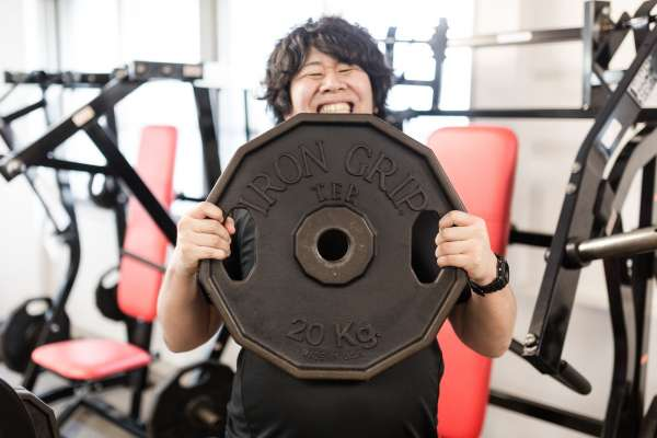 想靠運動減肥,絕不能挨餓!營養師:掌握「減脂黃金時間」這樣吃,成功甩油長肌肉