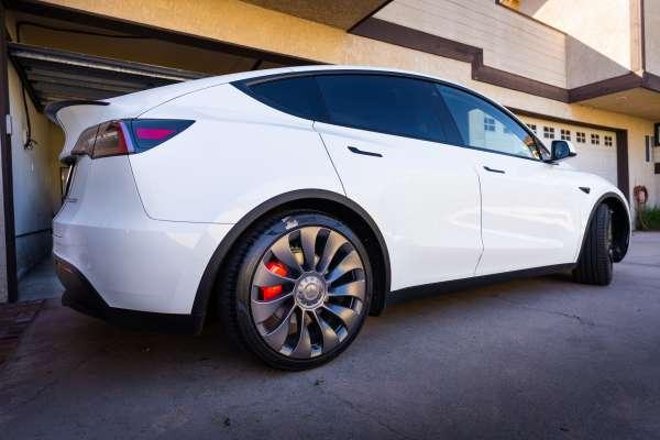 華爾街日報》特斯拉Model Y是市面上最好的汽車嗎?