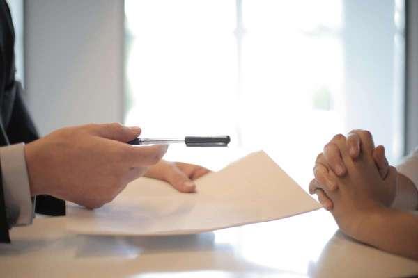 醫療險「終身 VS 定期」選哪個比較好?一個重要觀念幫你突破盲點,小資族秒選它就對了