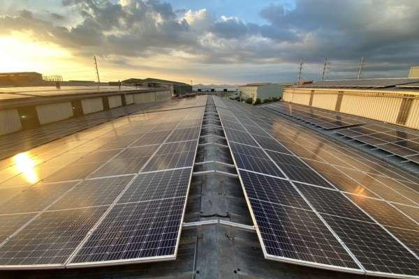 科技挺太陽能屋頂 打造超級綠工廠