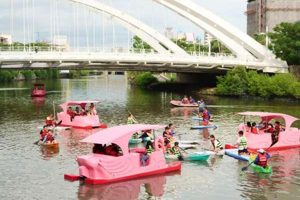 從動感旗津到浪漫愛河,在炎熱暑假一次玩遍高雄的海、河、湖