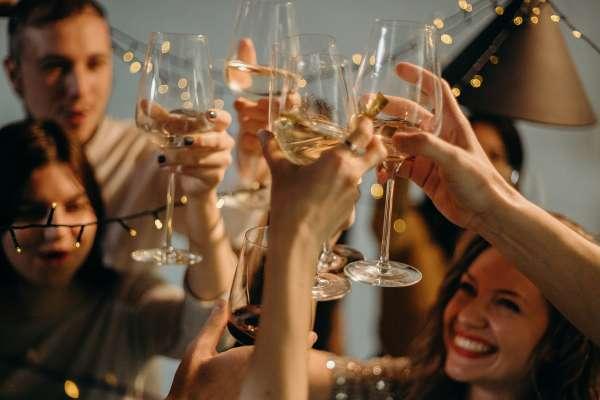 為什麼特別貴的葡萄酒很難喝?開瓶後喝不完能放多久?五個常見葡萄酒迷思一次解答
