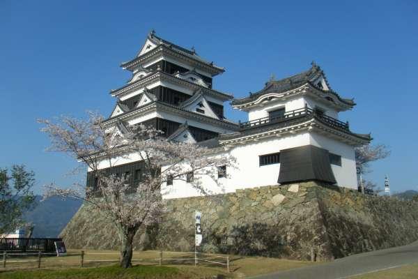 來去城堡住一晚!100萬日圓就能化身中世紀城主 日本「小京都」大洲城開放住宿