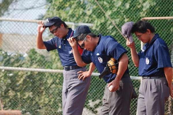台灣棒球界陋習》球員向裁判敬禮,是陋習還是有禮貌?