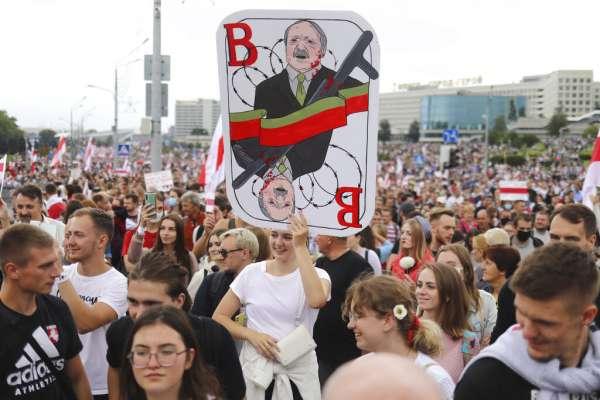 李忠謙專欄:靠舞弊、鎮壓五度連任,激起白俄羅斯史上最大示威潮—人民嗆下台 ,萬年總統盧卡申科抵死不退