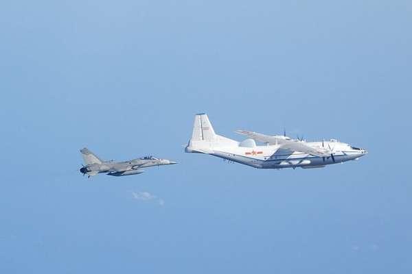 張競觀點:解放軍機常態闖越中線,台灣心理防線崩解…