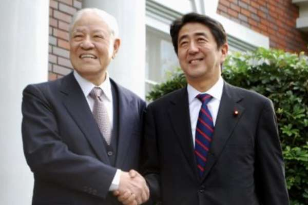 李登輝告別式,日本會派誰來參加?《李登輝秘錄》作者河崎真澄:剛卸任首相的安倍晉三,因為李是他的政治導師