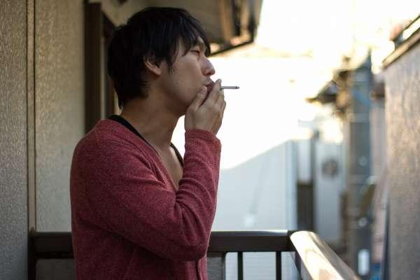 老公隱瞞抽菸13年,人妻崩潰「還有多少事瞞著我」!呂秋遠開示:別再拿安全感折磨別人