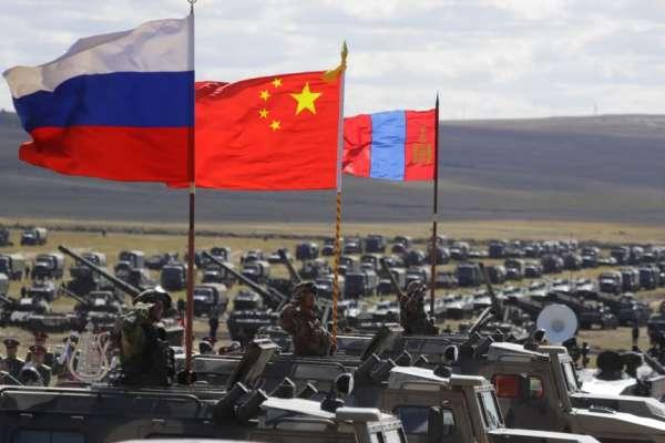 俄國檢驗入侵烏克蘭路徑、中國展示遠程軍事投送能力 「高加索-2020」軍演落幕,中俄伊朗擺出合作態勢