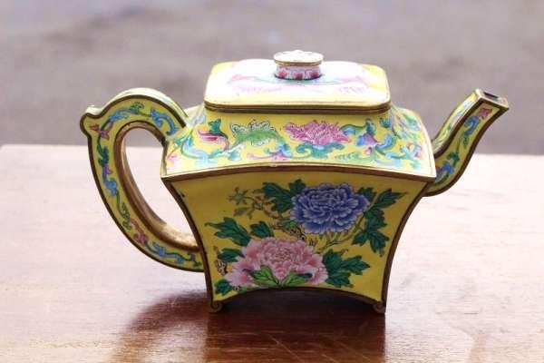 中國古董頻售天價:從英國人車庫驚現「乾隆酒壺」 講起