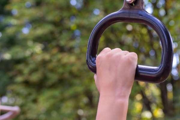 握力衰退別輕忽!日本研究證實:握力降低與死亡率攀升有正相關