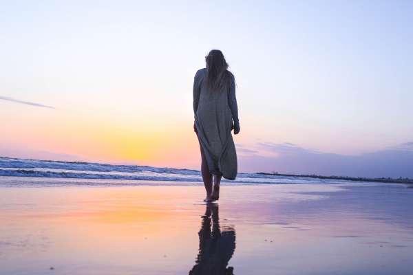 失去至親、痛苦不堪時該怎麼辦?她走過地獄一回,找出人生低谷時我們最該問自己的一個問題