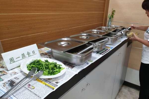 民進黨高雄市議會黨團行動響應 週一蔬食日
