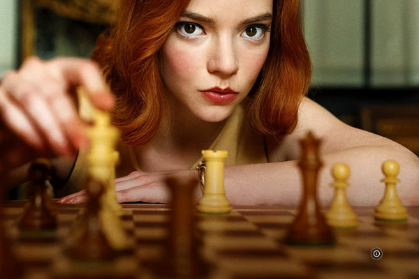 Netflix《后翼棄兵》為何一夕爆紅?一窺天才少女挑戰男性霸權,滿分影集精采無冷場