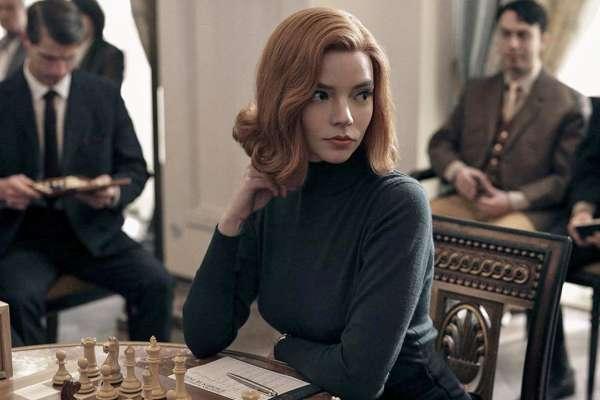Netflix《后翼棄兵》女主角造型變化大有玄機!揭秘零負評神劇的三大秘密