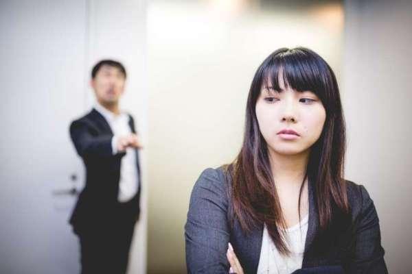 一被罵就掉淚、遇到問題就逃避…盤點5種職場最可怕的行為,快看看你是否不小心做過