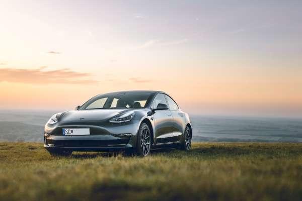 電動車已成趨勢,專家建議台灣大力投入車用化合物半導體研發