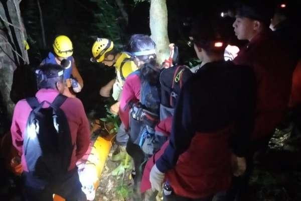 海岸山脈最高峰山難!警消翻山越嶺8小時救出傷者