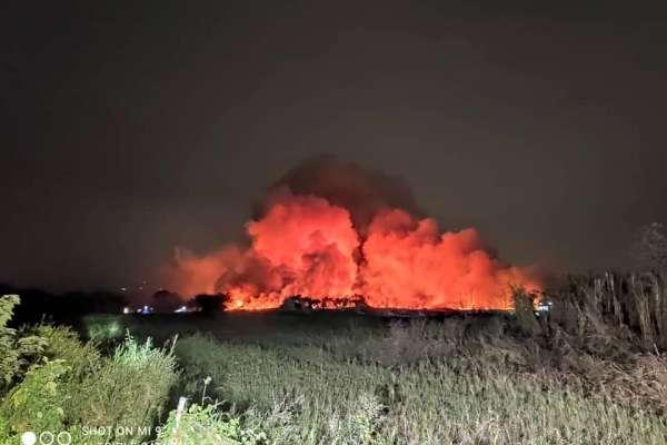 台南歸仁農地大火延燒8公頃!下風處高雄市區瀰漫焚燒異味