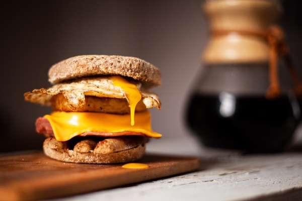 台灣人最常吃的起司,有80%來自這款!專家:它美觀又香濃,連麥當勞漢堡、蛋餅都愛用