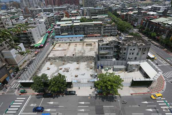 台北市的建築老化與都更失能
