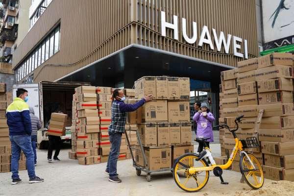 華爾街日報》從大棒到胡蘿蔔,拜登政府如何對抗中國海外發展5G雄心