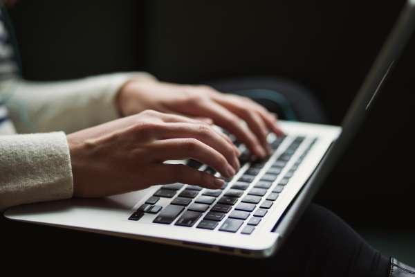 如何寫出一封讓人清楚、易懂的Email?寫作專家傳授3重點,每個上班族都該懂