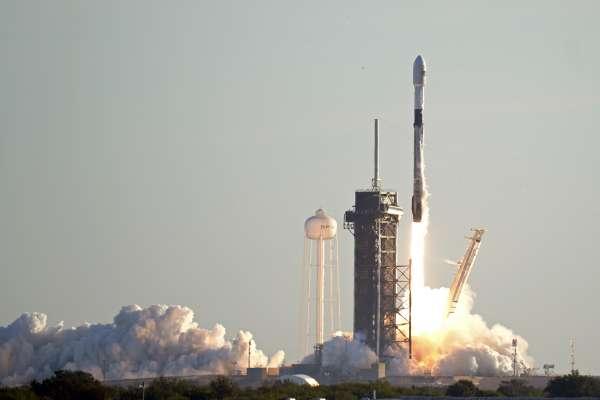 火星不夠遠!馬斯克與SpaceX要遠征冰封星球「木衛二」探索生命跡象