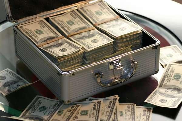為何別人可以賺得比你多?揭有錢人不說的3個賺錢秘密,絕不是努力工作就夠了