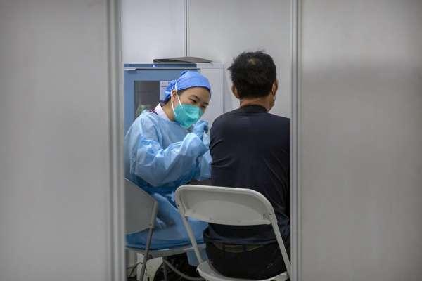 中國台商打疫苗:「有效率5成是『筊杯』嗎?」