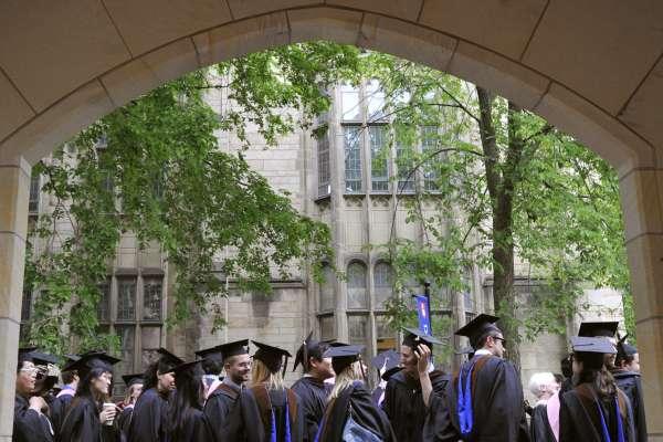 耶魯大學歧視亞裔與白人學生?拜登政府撤銷川普時代訴訟,平權組織:將繼續提告