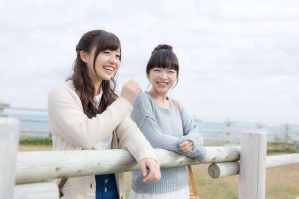 好朋友就該常常膩在一起?資深心理師:真正的友情,是該為對方留一條人際界線